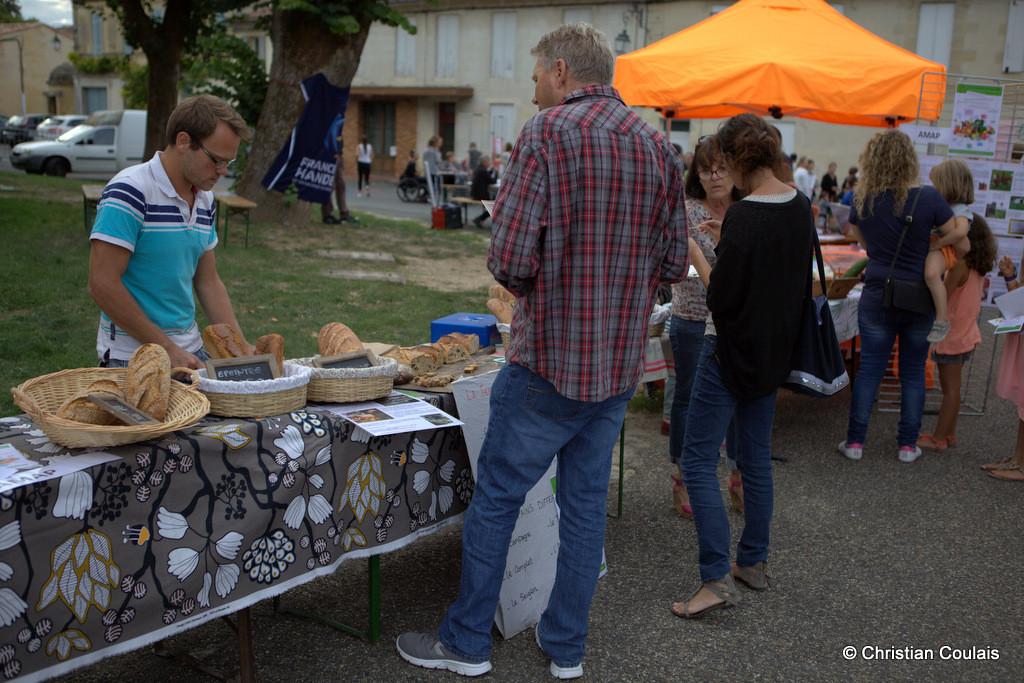 Vente des pains et vins des producteurs de La Cueillette, forum des Associations de Quinsac