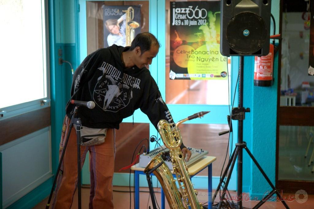 Festival JAZZ360 2012, Hary Razymbazafy, batteur de Céline Bonacina Trio. Cénac, samedi 9 juin 2012