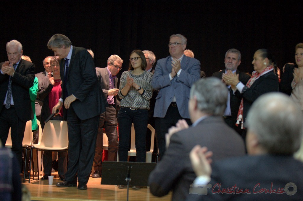 """Les élu-es applaudissent Stéphane le Foll. Meeting """"Majorité départementale"""" aux élections départementales de la Gironde, Blasimon, 9 mars 2015"""