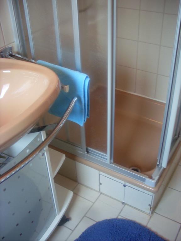 1. DU/WC in Wohnung 2