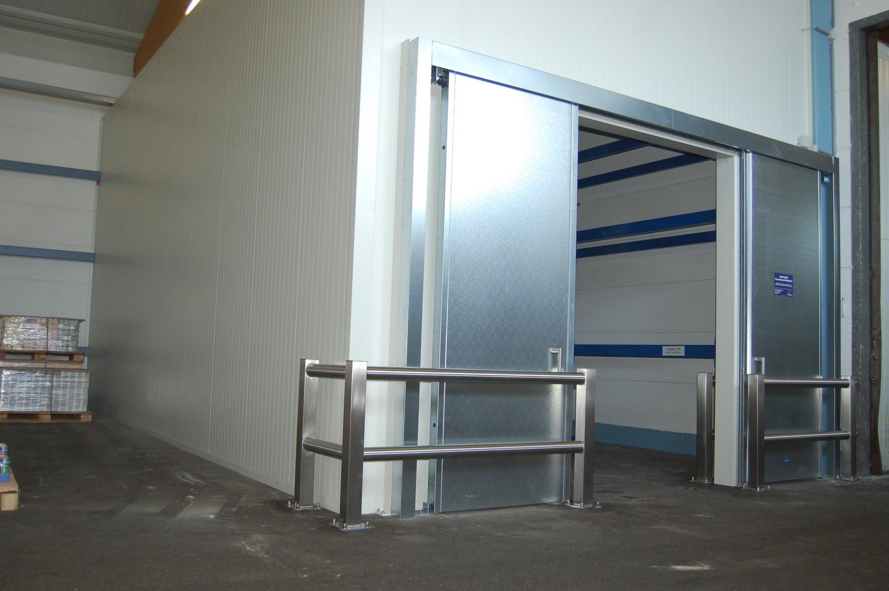 Lagerraum für brennbare Materialien, Brandschutzverkleidung RI.90, Anfahrschutz der Brandschutzelemente durch geschliffenes Niromaterial