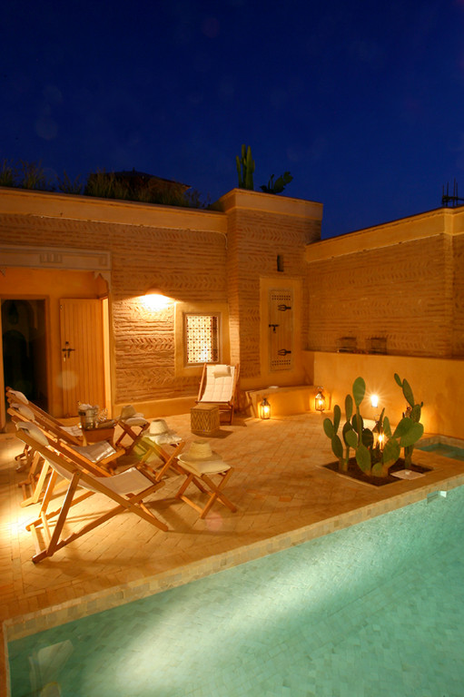 Terrasse avec piscine de nuit