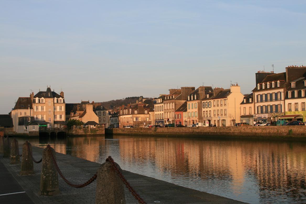 Landerneau, la cité de la Lune et son pont habité©moulindebeuzidou