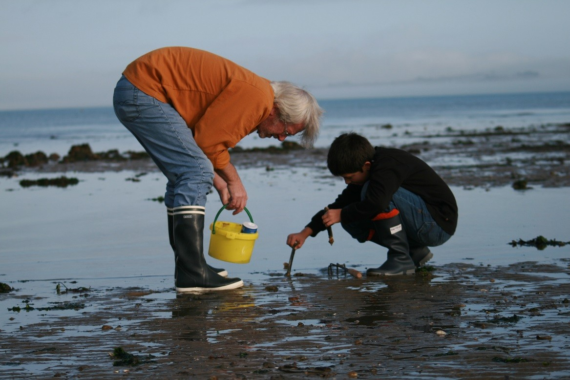 Fishing from the shore ©moulindebeuzidou