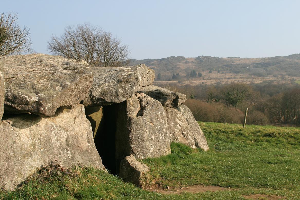 Megalith in Commana©moulindebeuzidou