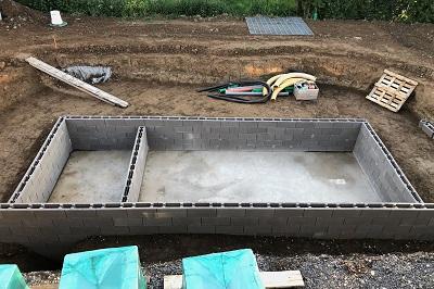 Schwimmbadbau / Teichbau mit Schalungssteinen
