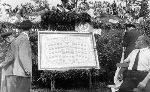 Bildenthüllung beim 100jährigen Jubiläum