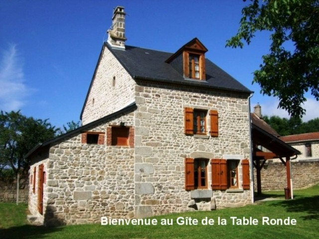 Je me nomme Le gite de la table ronde; j'ai été bâtie en 1796 par des maçons de la Creuse.