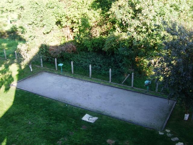 le terrain de 12 m x 3.5 m