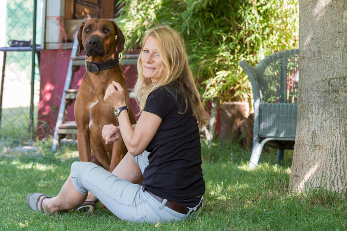 Daniela Hess freundliche Hundetrainerin