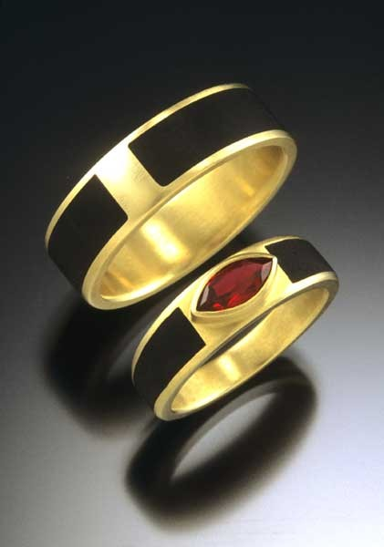Ebony rings, ruby, 18ky