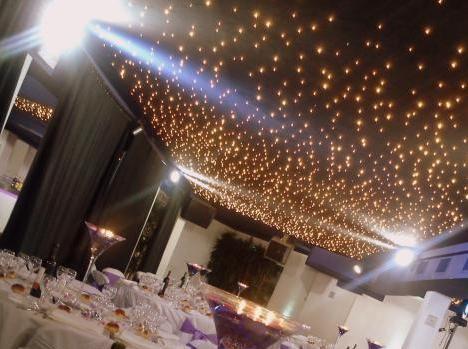 un plafond étoilés