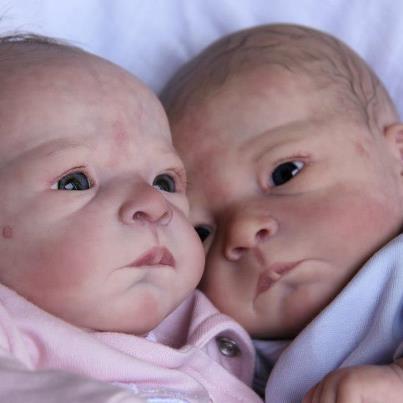 voici deux créations de ses bébés fait par ses mains si douées!