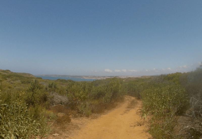 Le sentier épouse la côte. Impossible de se perdre.