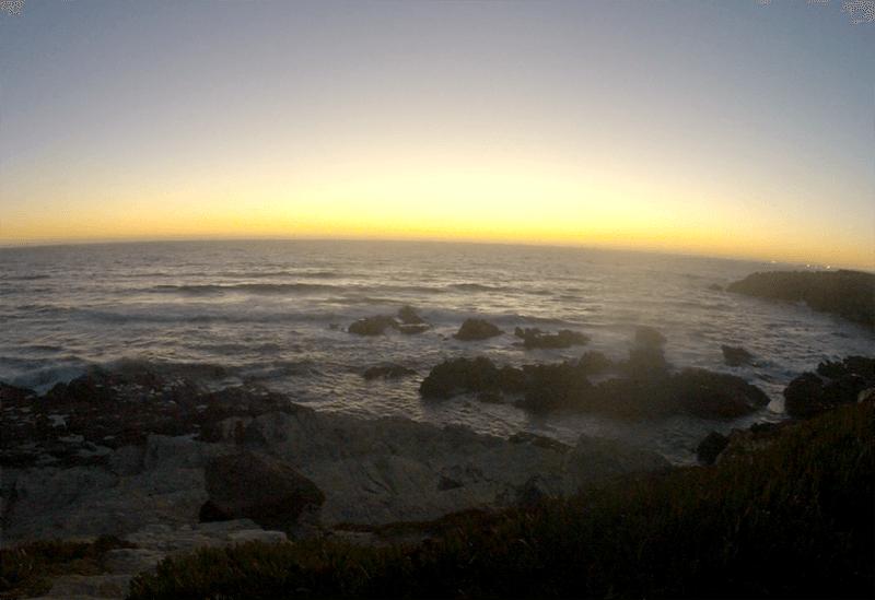 Profiter d'un coucher de soleil sur l'Atlantique