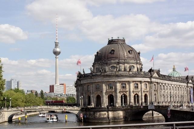 ベルリン市街を通るシュプレー運河からの眺め