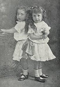 子ども時代の姉妹