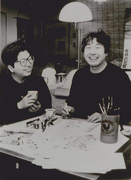 漫画家として独立した30代半ばのころ。左は前妻の貴美子。産経ニュースより。