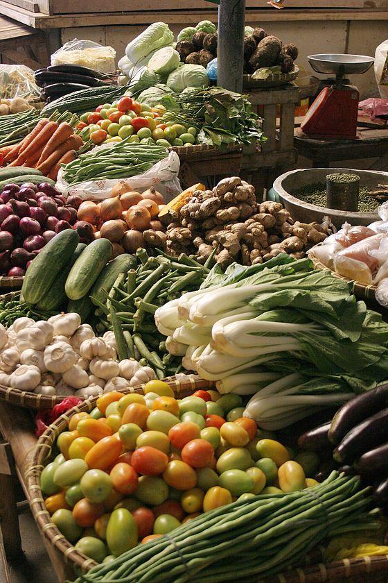 アルカリ性はおもに野菜(ほうれん草、ゴボウ、サツマイモ、ニンジン、里芋、キュウリなど)、果物(メロンなど)、海藻(ひじき、ワカメ、昆布等)、キノコ、大豆製品、梅干し、牛乳など ナトリウム・カルシウム・カリウム・マグネシウムを含む食品。