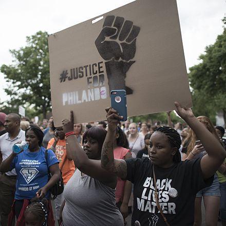 フィランド・カスティーリャ射殺事件への抗議デモ行進(2016年7月7日、ミネソタ州セントポール)