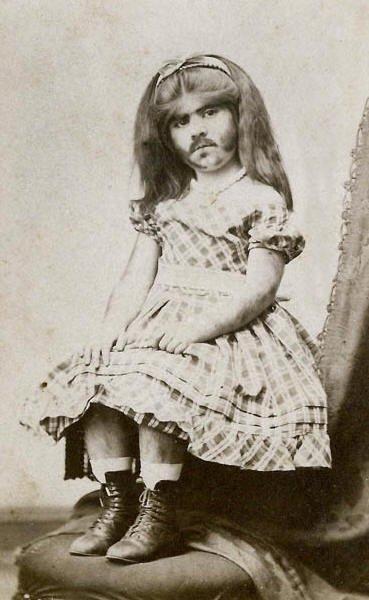 少女時代のアニー・ジョーンズ