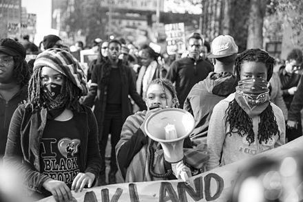 2014年12月、カリフォルニア州オークランドで行われたBLMデモ。