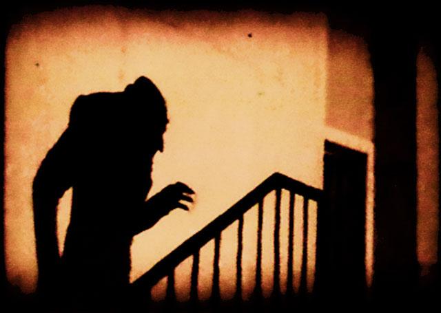 1922年のドイツ映画『ノスフェラトゥ』の有名シーン
