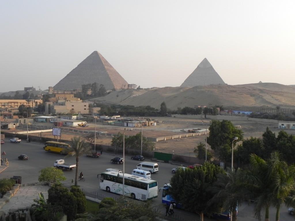 Vista dal nostro albergo sulle piramidi