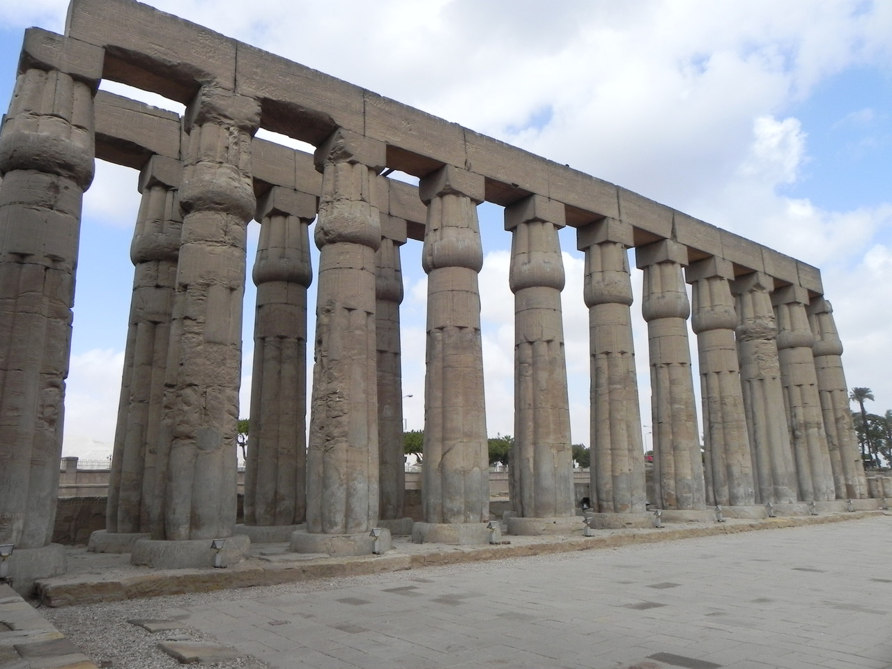 Colonne a papiro chiuso
