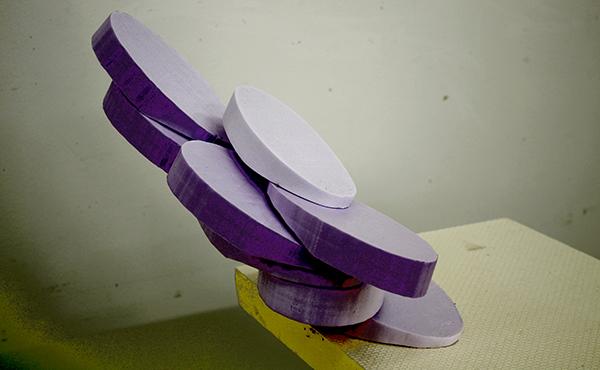 Abschüssig, 2012, Holz und Farbe, 48 x 42 x 42 cm