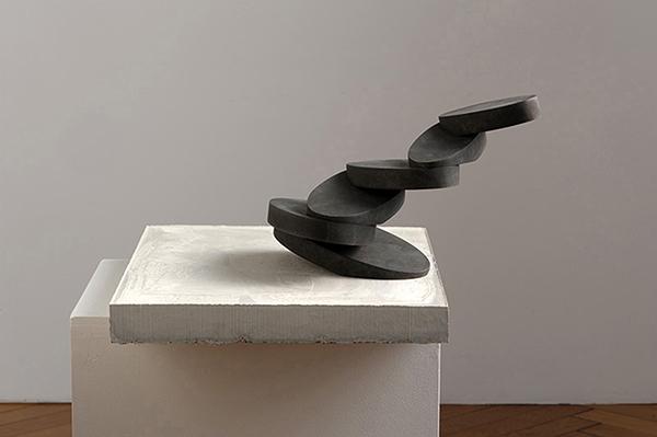 Schwarze Skulptur, 2013, Bronze, Beton, 45 x 42 x 42 cm