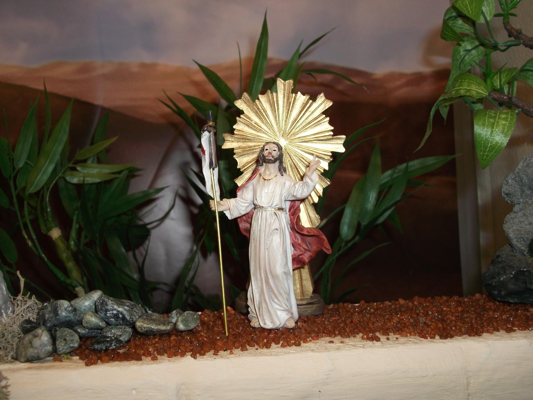 Jesus ist glorreich von den Toten auferstanden. Halleluja.