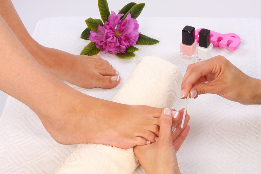 Fußnägel lackieren und verzieren