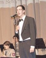 Kai Schrage brillierte klassisch in der Rolle von Max Raabe.