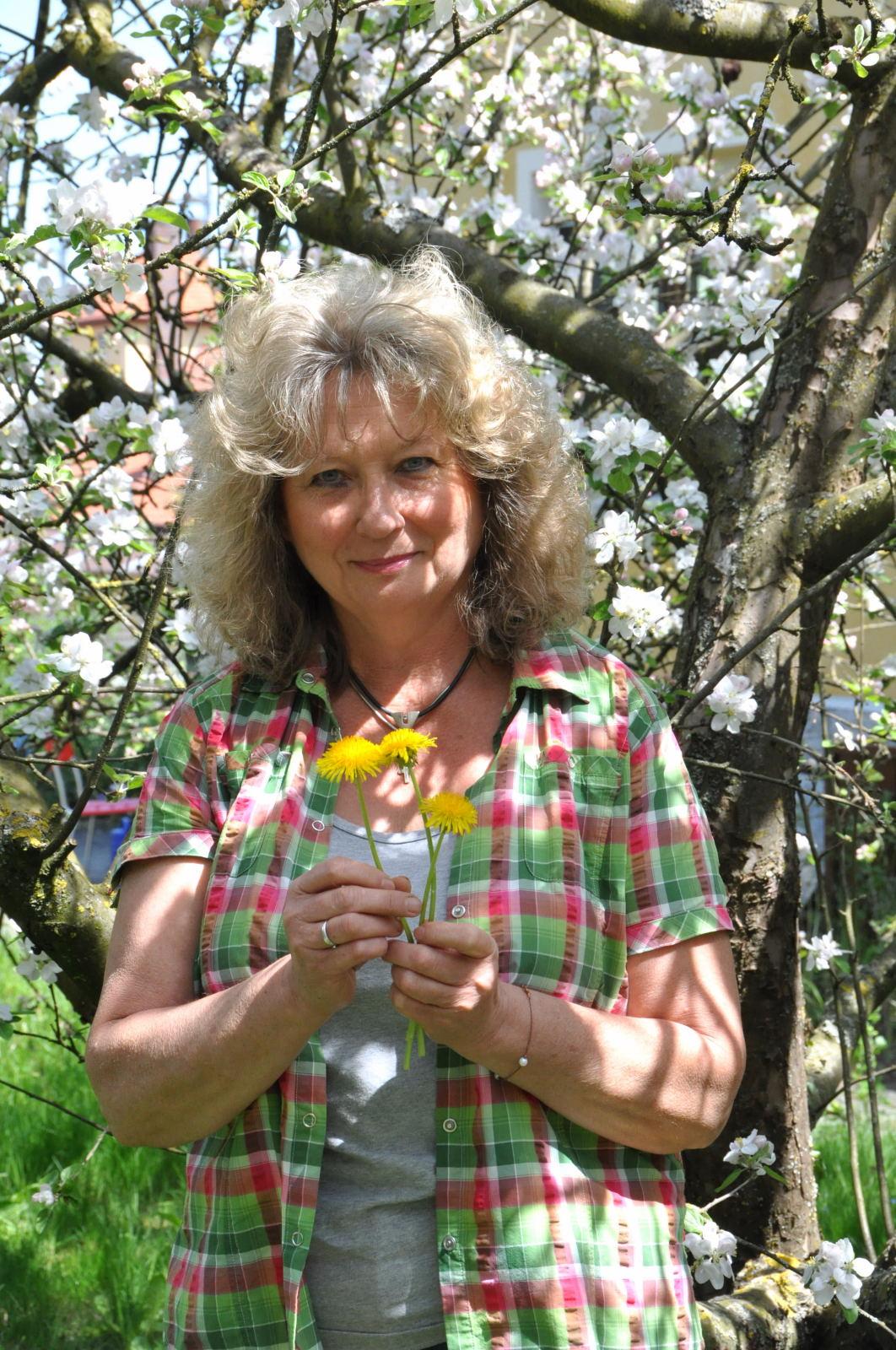 Wilma Wolf (Redakteurin und freie Journalistin / Diplom-Biologin und Kräuterführerin)
