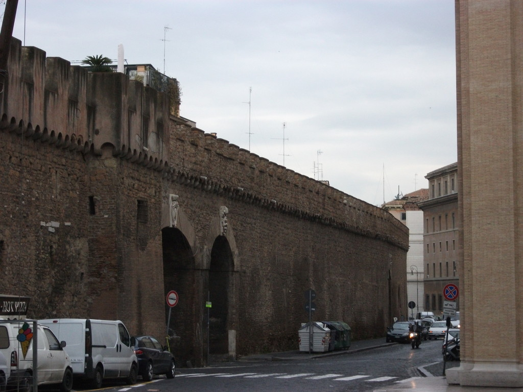 """Стена """"Пассетто"""" , соединяющая Ватикан с замком св. Ангела 13 в."""