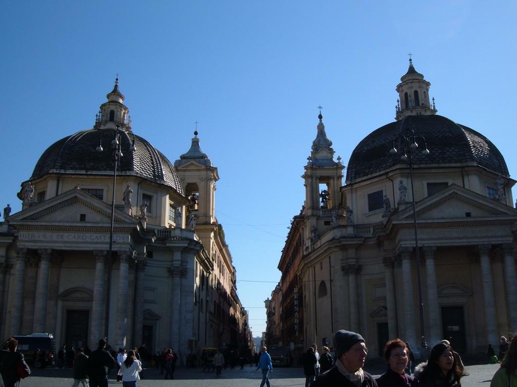 На площади Del Popolo