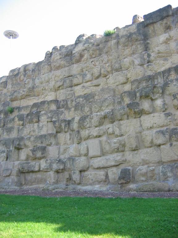 Древняя стена 4 в. до н. э.