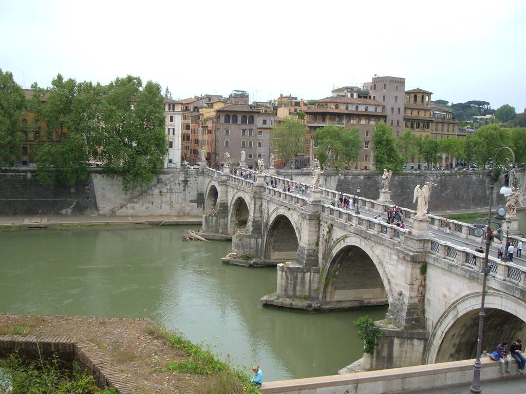 Мост св. Ангела и река Тибр