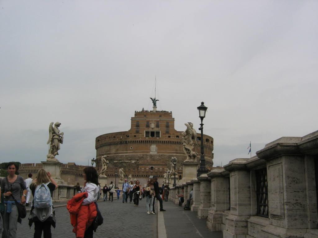 Замок и мост Св. Ангела