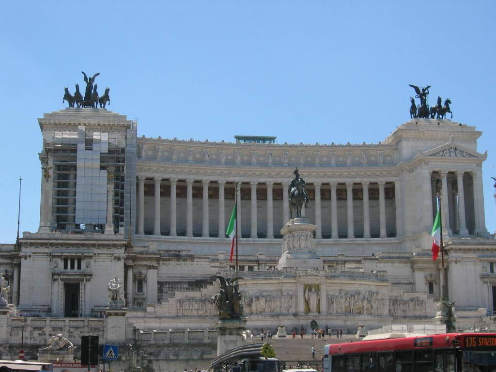 """Дворец """"Викториан"""" на площади Венеции"""