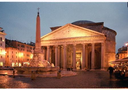 Пантеон в вечерней подсветке