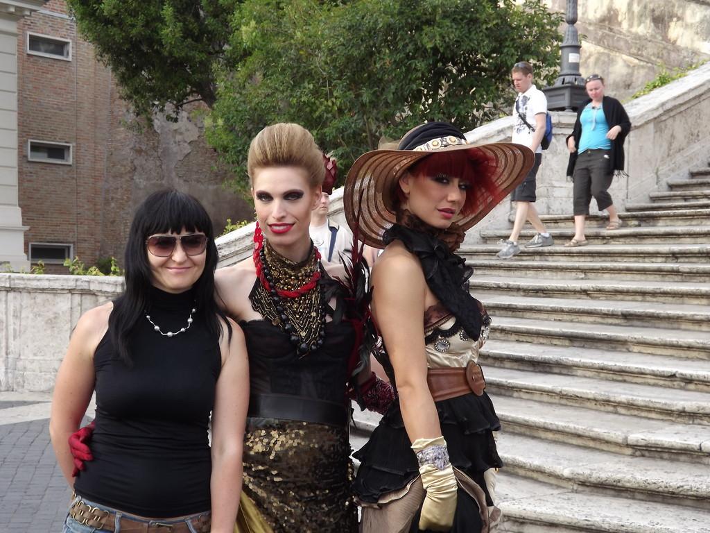 С моделями на Испанской лестнице