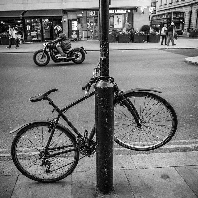 vélo noir paris