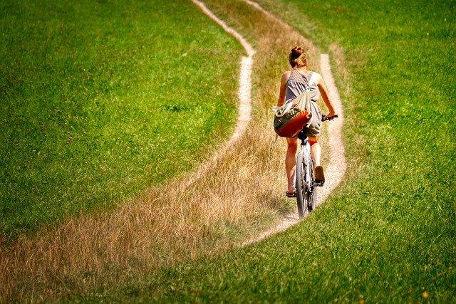 Ballade à vélo pour une femme