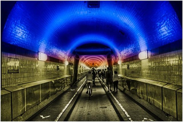 tunel piste cyclable avec néon