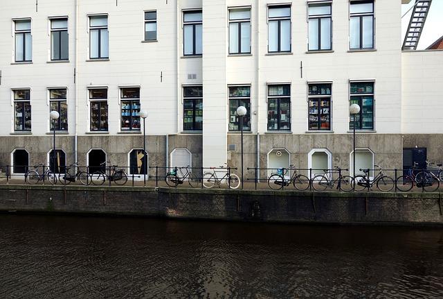 vélo dans la ville long du  fleuve