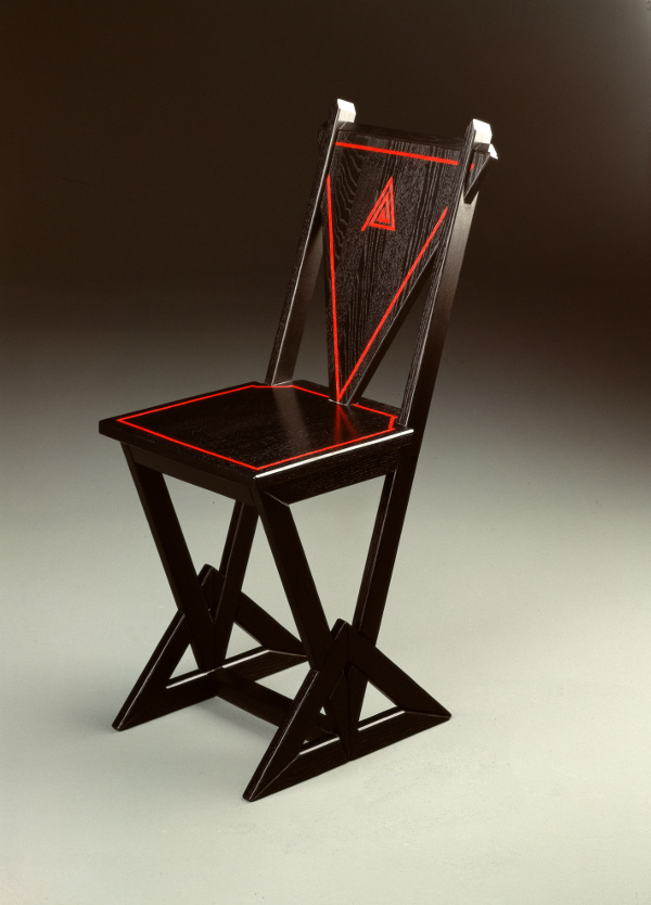 Schreibtischstuhl in Dreiecksbauweise, Esche mit roten Adern