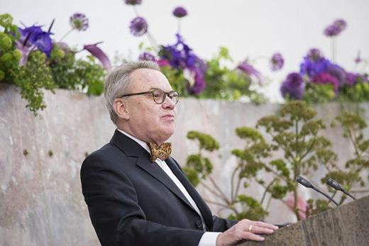 Dr. Jürgen Ziebe bei der Ehrung der Jahrgangsbesten
