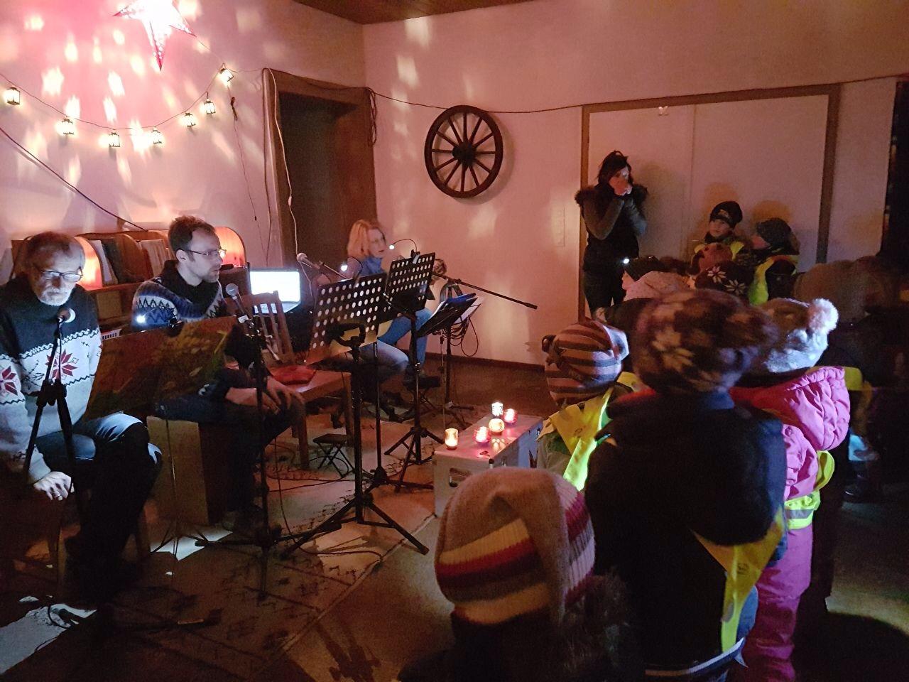 ... musikalischer Begleitung von Kerstin und ihren Freunden!